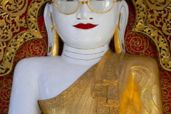 Myanmar, Pyay, Shwemyetman Pagode, Sitzender Buddha mit der goldenen Brille