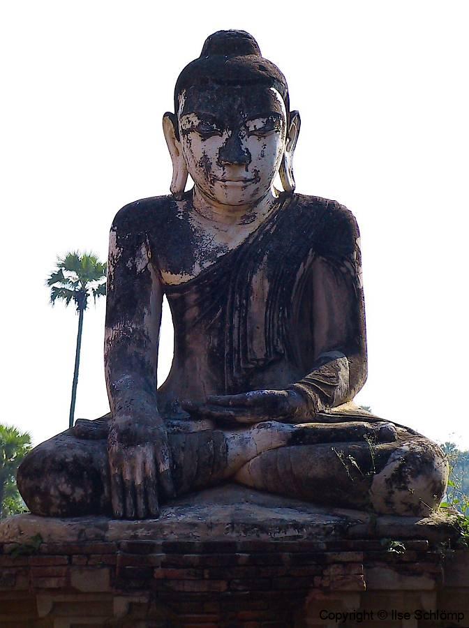 Myanmar, Aung Zaw-Pagode in Ava, Buddhastatue