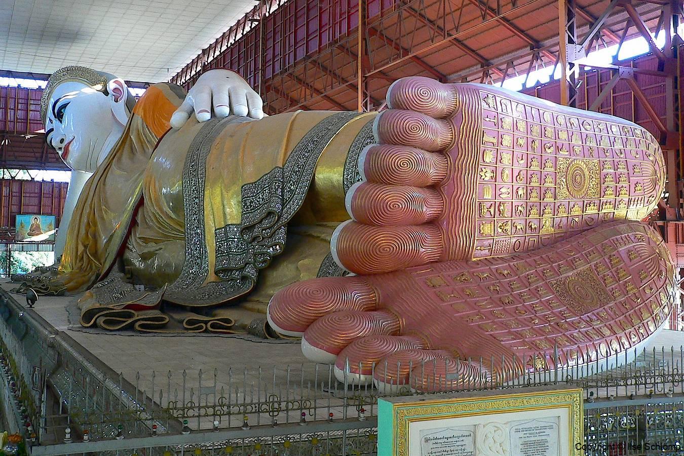 Myanmar, Yangon, Kyaukthatgyi Pagode, 70 m langer Liegender Buddha
