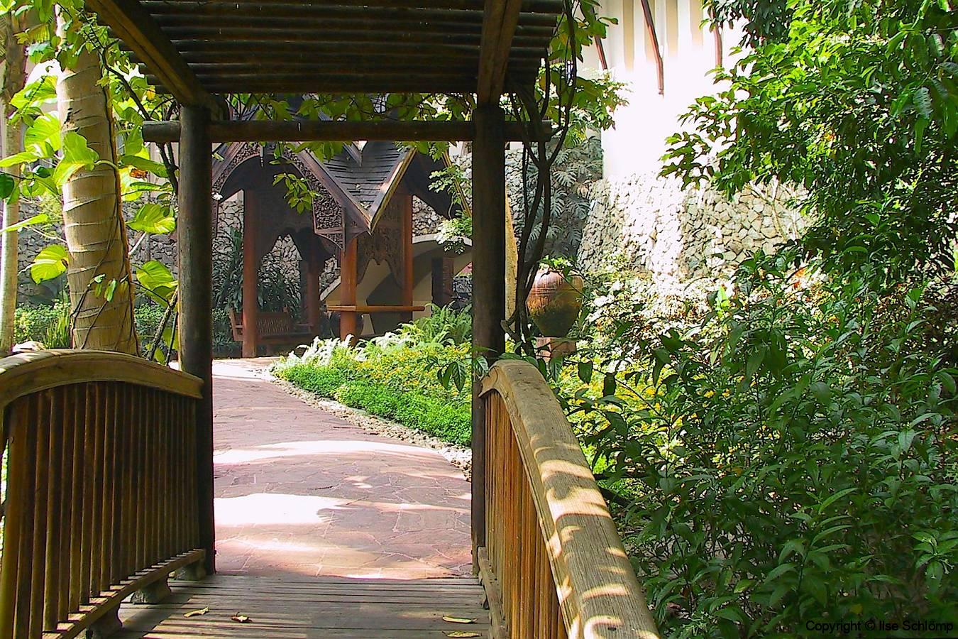 Myanmar, Yangon, Kandawgyi Palace Hotel