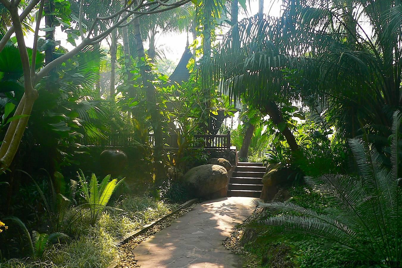 Myanmar, Yangon, Tropischer Garten des Kandawgyi Palace Hotel