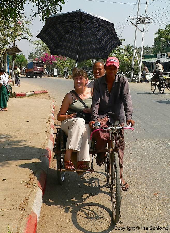 Myanmar, Yangon, Wir fahren mit einer Rikscha