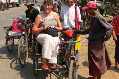 Myanmar, Yangon, Wir besteigen eine Rikscha