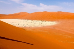 Namibia, Sossusvlei, Blick auf Deadvlei