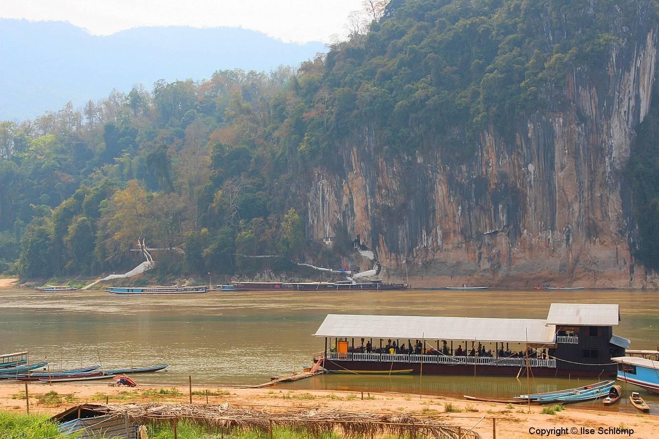 Laos, Pak Ou, Blick auf Tham Thing