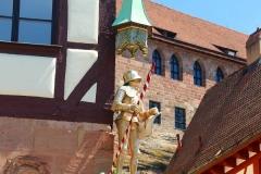 Nürnberg, spätgotisches Pilatushaus mit dem Heiligen Georg als Drachentöter