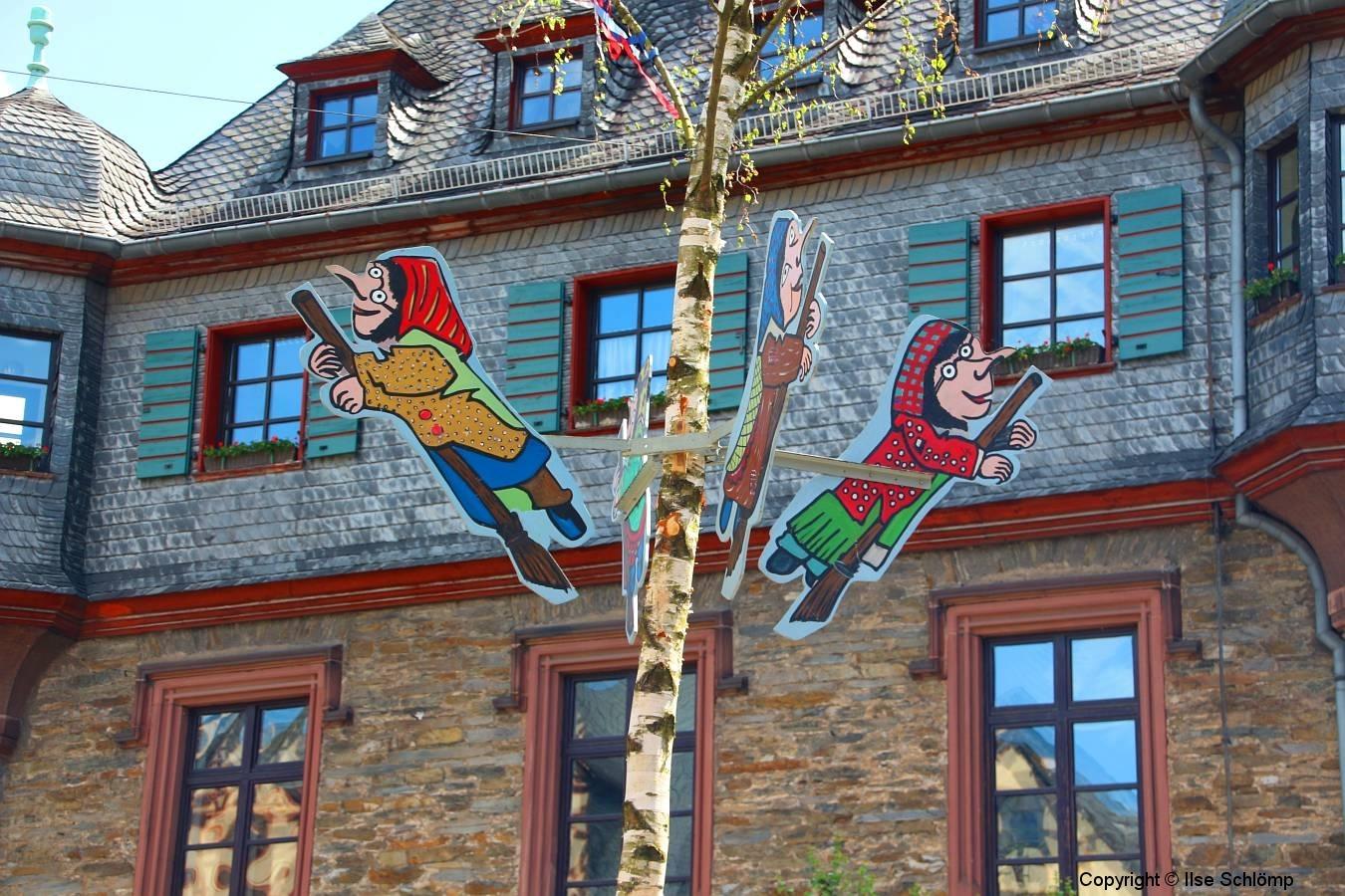 Oberwesel, Walpurgishexen vor dem Rathaus