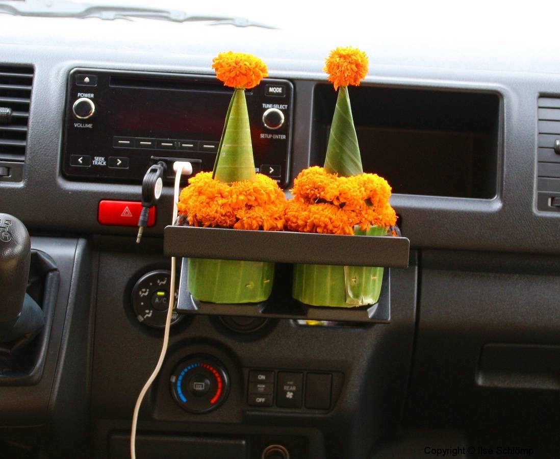 Laos, Glücksbringer im Auto