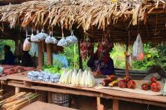 Laos, Oudomxay, Marktstand am Straßenrand