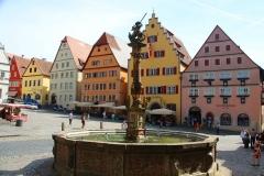 Rothenburg ob der Tauber, Marktplatz, St. Georgsbrunnen