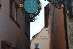 Rothenburg ob der Tauber, Zunftzeichen Hotel Roter Hahn