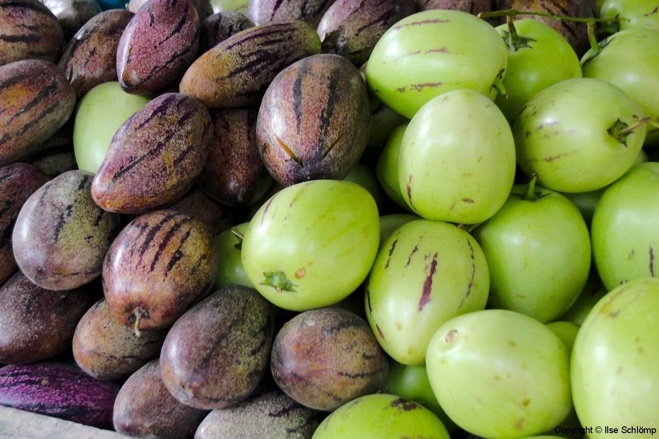 Sumatra, Berastagi, Markt. Pepino