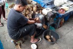 Sumatra, Markt, Kokosnuss-Fräse