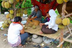 Sumatra, Umgebung Bukittinggi, Stopp an einem Durianstand