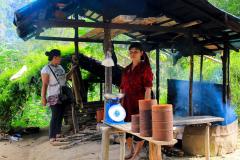 Sumatra, Umgebung Bukittinggi, Stopp an einem Rohrzuckerstand