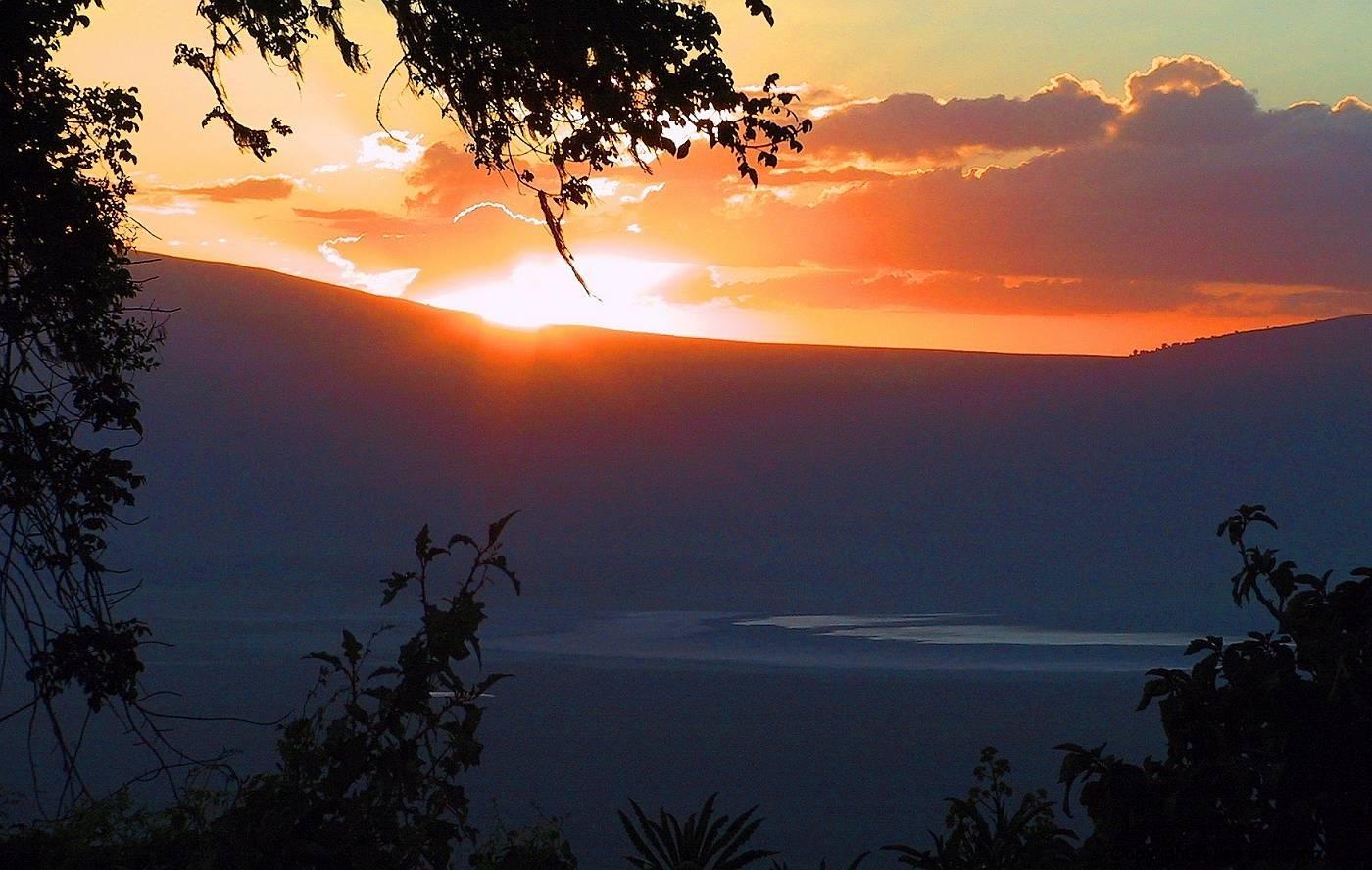 Tansania, Sonnenuntergang über dem Ngorongorokrater