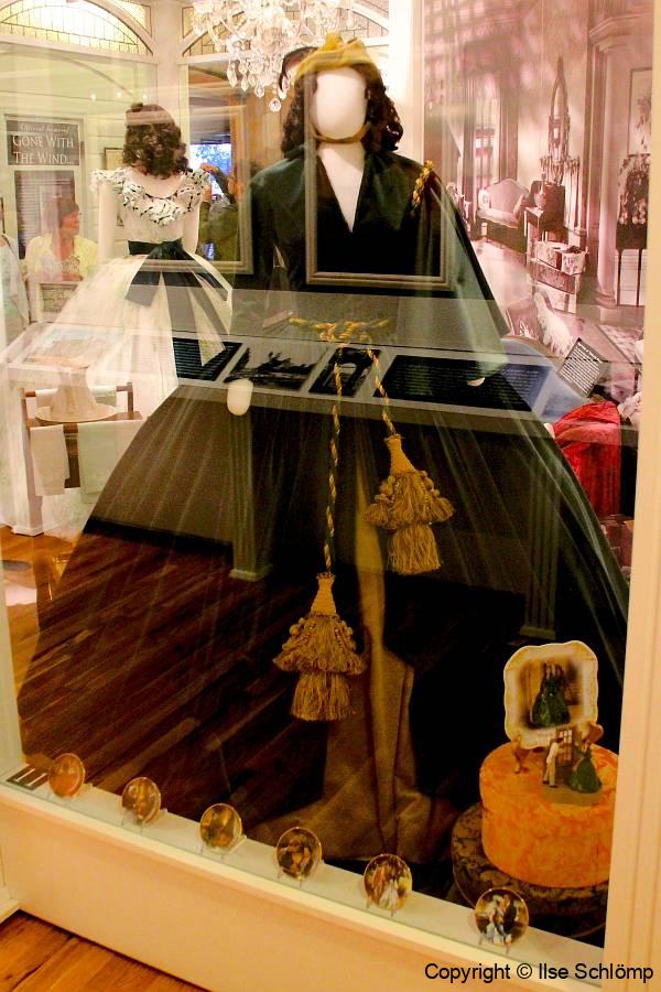 USA, Georgia, Jonesboro, Road to Tara Museum, Das grüne Faltenkkleid mit Hut aus dem Samtvorhang