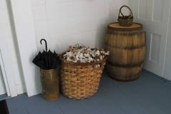 USA, Georgia, Jonesboro, Stately Oaks Antebellum-Haus Tara, Korb mit Baumwolle