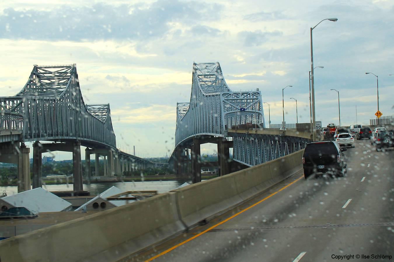 USA, Louisiana, New Orleans, Mississippi River, Crescent City Connection Bridge