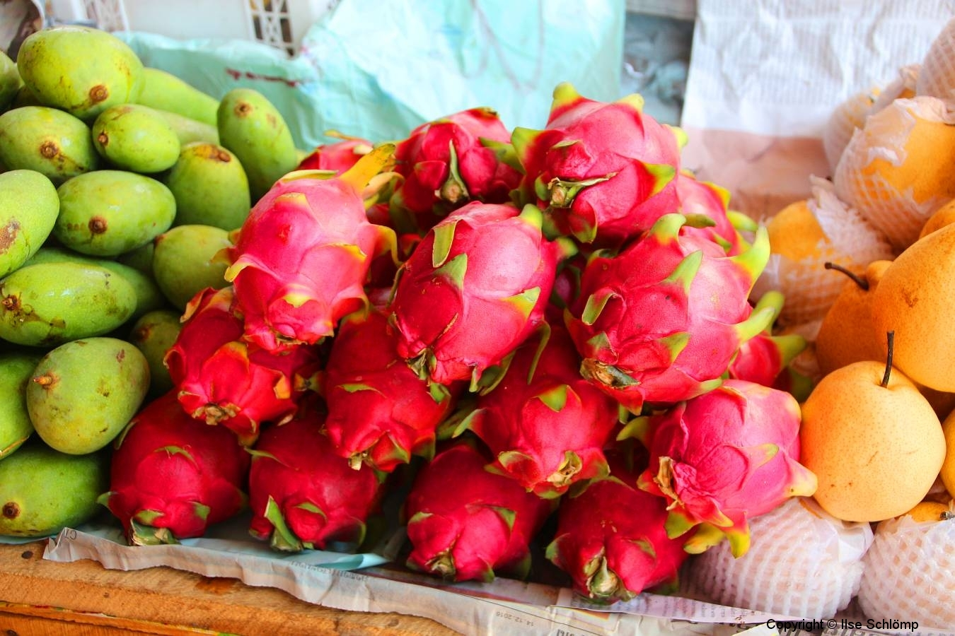 Laos, Vang Vieng, Auf dem Markt, Drachenfrucht