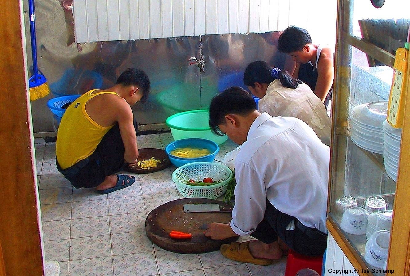Halong-Bucht, Unser Essen wird vorbereitet
