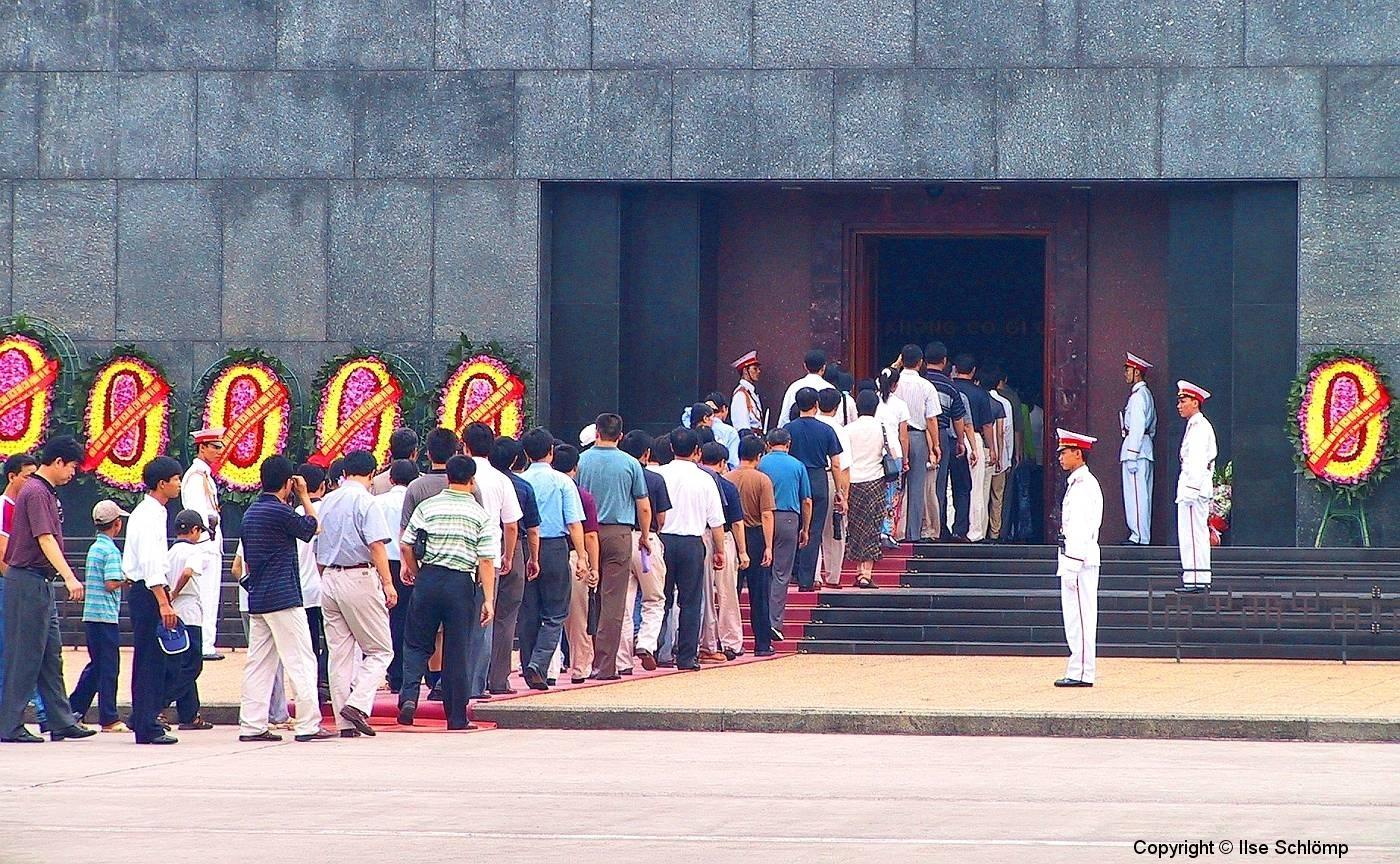 Hanoi, Vor dem Ho Chi Minh-Mausoleum