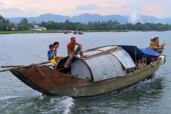 Hue, Parfümfluss, Wir machen eine Bootstour