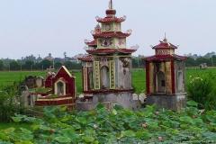 Gräber im Reisfeld