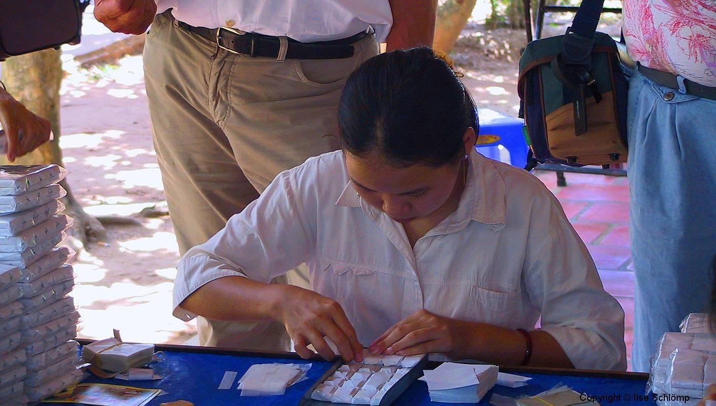 Mekong-Delta, Die Bonbons werden verpackt