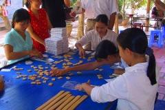 Mekong-Delta, Die Bonbons werden von Hand eingewickelt