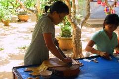 Mekong-Delta, Hier werden Bonbons gefertigt und geschnitten