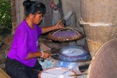 Saigon, Hier werden essbare Reispapierblätter hergestellt